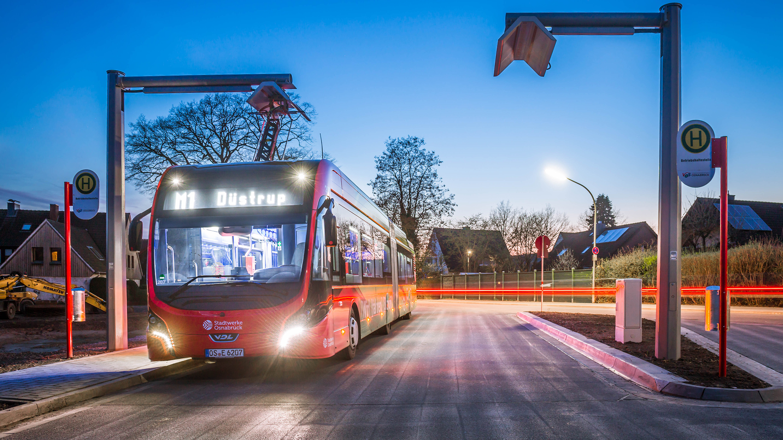 At the final stops, the Osnabrück public utility company's buses are charged in a fast-charging process (Photo: Stadtwerke Osnabrück / Daniel Ohlinger)