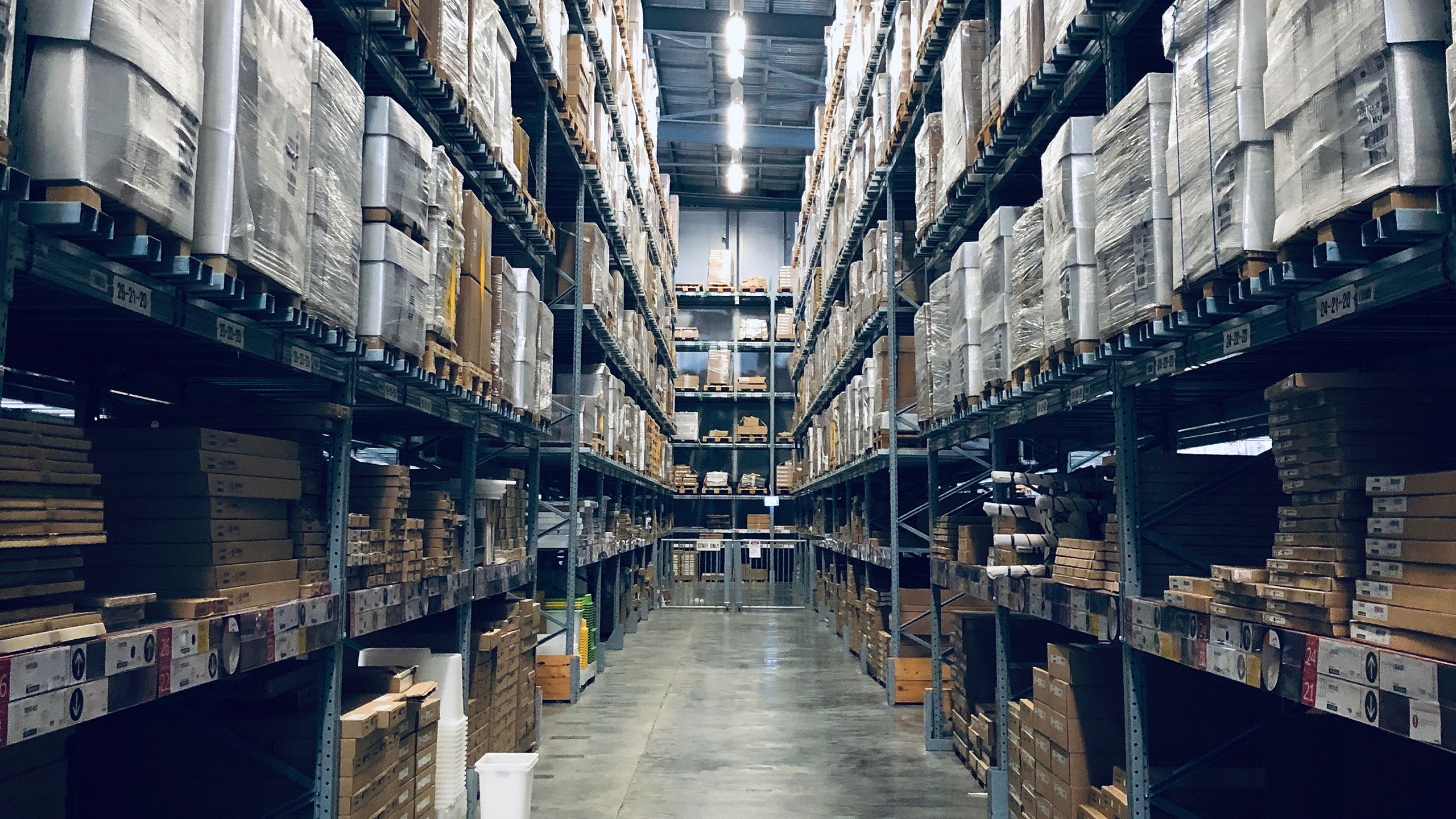 Both e-commerce and stationary retailers are supplied from large central warehouses.